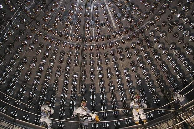 Científicos en el Gran Sasso National Laboratory en Italia, localizado 1.5 km debajo de los Montes Apeninos, utilizaron el detector de neutrinos Borexino (imagen) para estudiar las partículas fantasma.