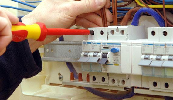 Serviço de Eletricista Comercial 24 horas em São Paulo, SP.