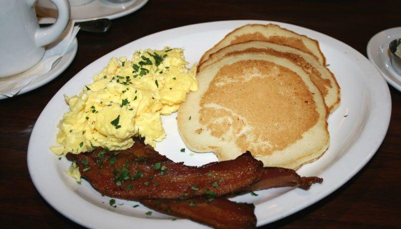 Pancakes at Finnegans Marin