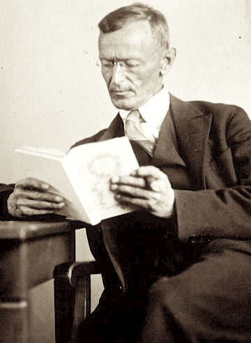 Datei:Hermann Hesse 1927 Photo Gret Widmann.jpg