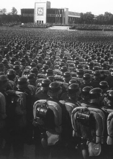 Reichsparteitag 1935 mod - Dominio público.