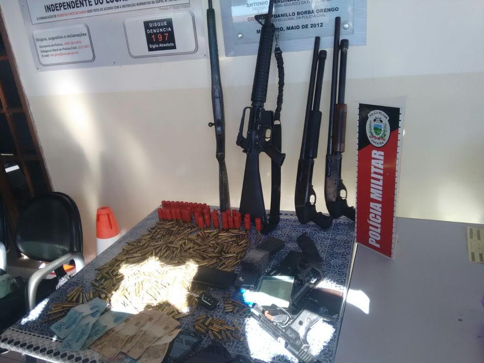 Munições, armas e dinheiro foram apreendidos com o grupo detido (Foto: Elisângela Marinho/Arquivo Pessoal)