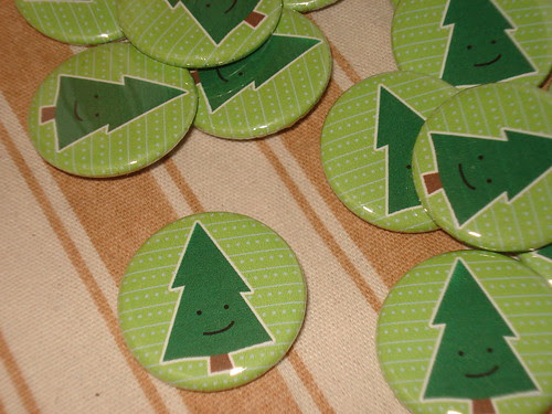 Merry Tree buttons