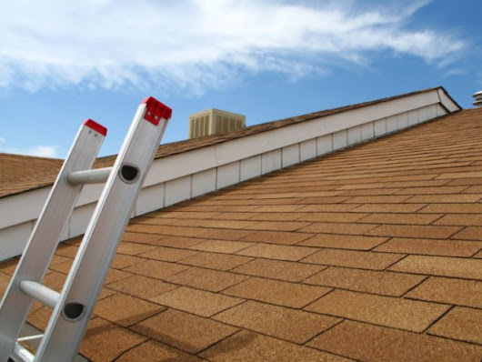 Should I Replace the Roof Before I Sell? | ®