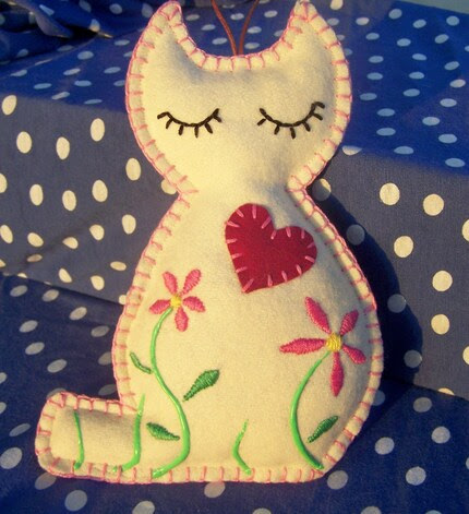 Embroidered sleeping scented kitty