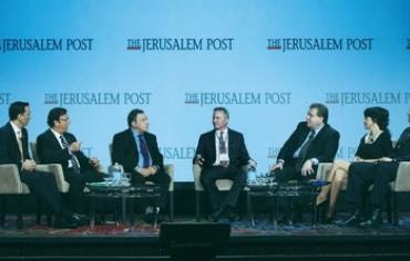 'JERUSALEM POST' editor-in-chief Steve Linde (center) leads the socioeconomic panel discussion