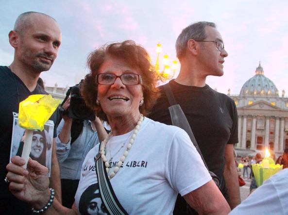 Maria Orlandi, la mamma di Emanuela, in una recente fiaccolata per la verità su sua figlia