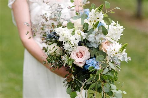 What's the average price of wedding flowers?