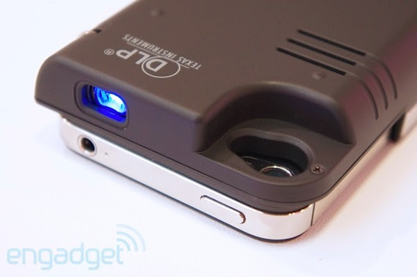 Dausen iPhone pico projector battery case at Computex 2012