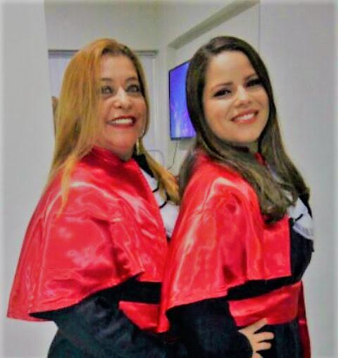 Silvia e Gabriela concluem curso juntas.