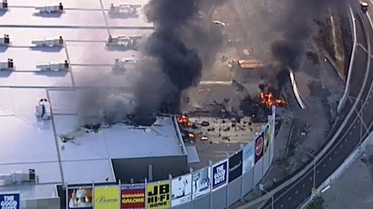 Melbourne plane crash: Five killed as aircraft hits shopping centre - BBC News
