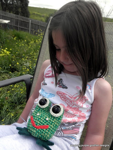 the little green frog and little miss six