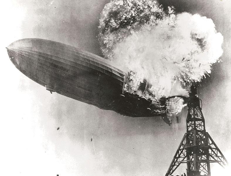 Ficheiro:Hindenburg burning.jpg