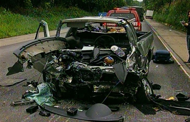 Dois acidentes matam cinco pessoas na BR-040, em Luziânia, Goiás (Foto: Reprodução/TV Anhanguera)