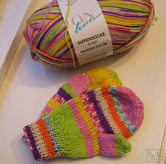 colored mittens :: fargerike fotter