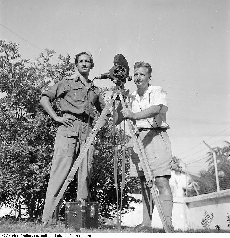 Ton Schilling met Charles Breijer als cameraman tijdens filmopnames, Indonesië (1948)