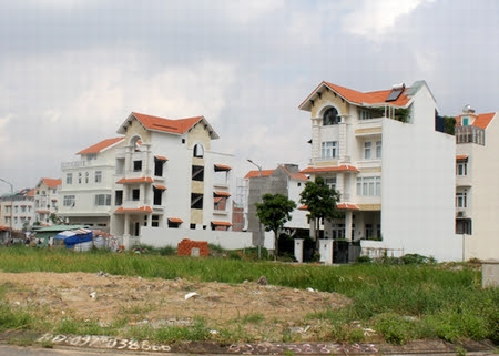 Có nên mua nhà của người đang mắc nợ?