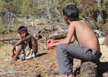 Niños en guerra civil en Nepal