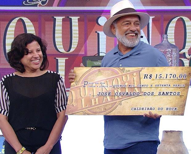 Seu Brasinha leva R$ 15 mil no Quinquilharia (Foto: Caldeirão do Huck/TV Globo)