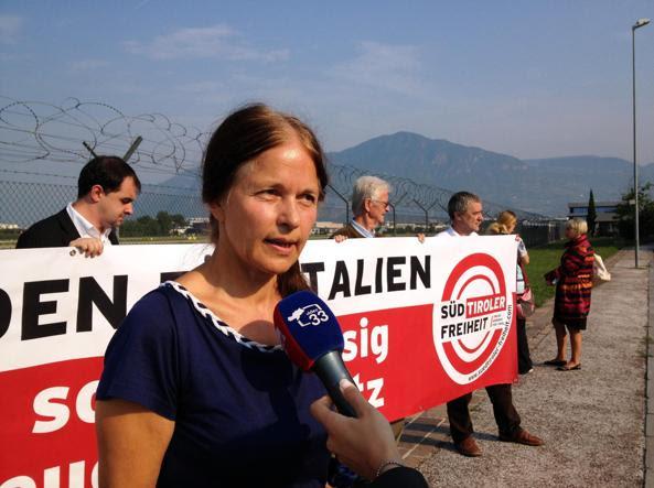 Eva Klotz a una recente manifestazione politica