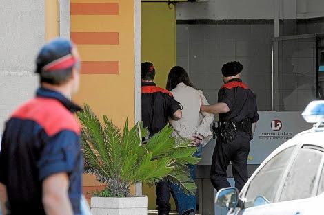 La mujer acusada de matar a sus hijos ingresa en la cárcel de Girona. | Eddy Kelele