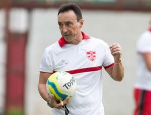 Roberto Fonseca, técnico do Linense (Foto: José Luís Silva / AGIL / CA Linense)