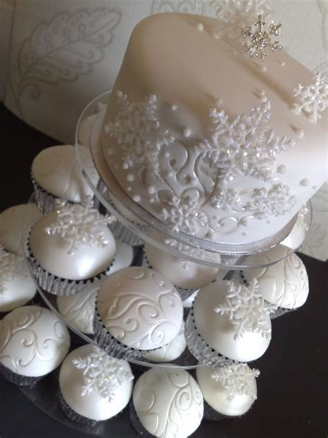 Small Things Iced: LEIGH & JOSEPHINES WINTER WEDDING CAKE