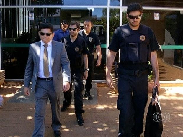 Polícia Federal esteve na manhã desta quarta-feira (25) na sede do Incra   (Foto: Reprodução/TV Anhanguera)