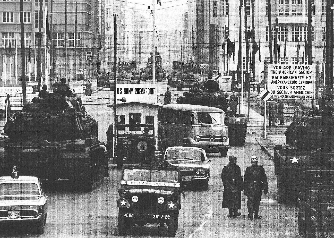 http://davidspitz.files.wordpress.com/2007/05/checkpoint-charlie-1961.jpg