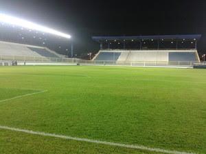 Gramado do Estádio Moacyrzão, em Macaé, em junho de 2013 (3) (Foto: Júnior Costa)