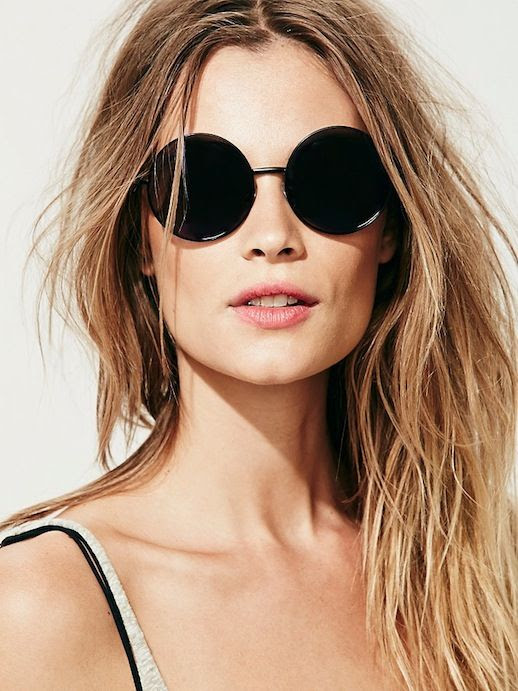 Le Fashion Blog Must Have Round Black Sunglasses Spring Summer 2014 Natural Beauty Textured Beach Waves Wavy Hair Black Bra Grey Gray Tank Top Coachella Music Festival Style 1 photo Le-Fashion-Blog-Must-Have-Round-Black-Sunglasses-Spring-Summer-2014-1.jpg