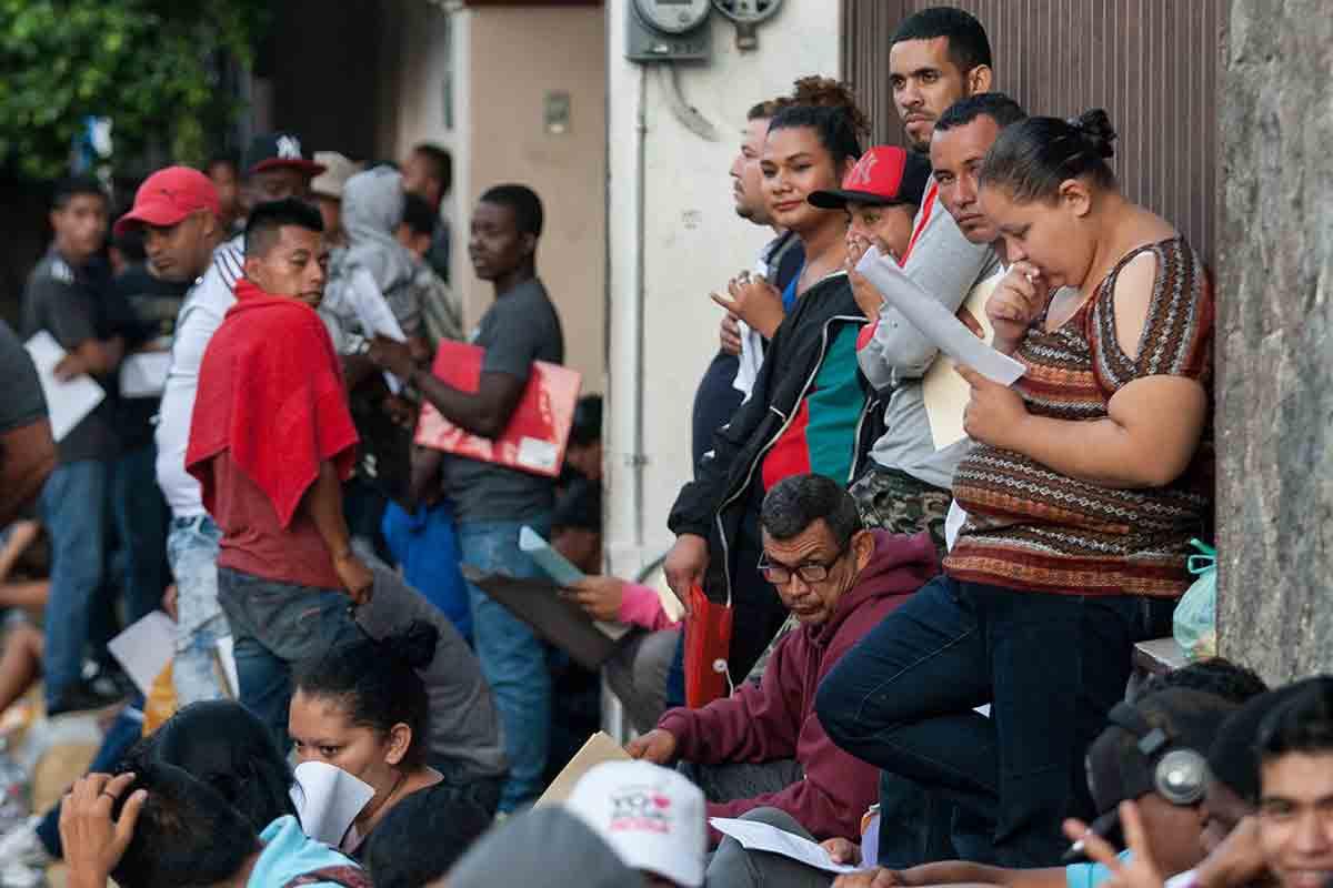 Resultado de imagen para Habitantes de Tapachula exigen reubicación de centro para refugiados