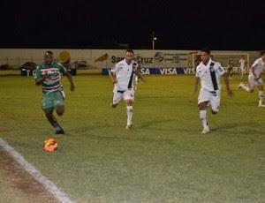 Maurício Pantera, do Santa Cruz-RN, contra o ASA (Foto: Alex Santos/Divulgação)