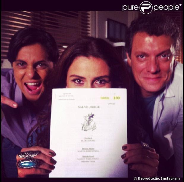 Thammy Miranda posta foto ao lado de Giovanna Antonelli e Marcello Airoldi, segurando o roteiro do capítulo 100 de 'Salve Jorge', nesta quinta-feira, 7 de fevereiro de 2013