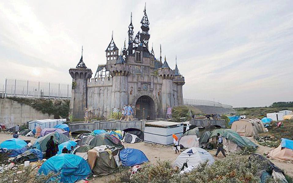 Το ερειπωμένο κάστρο του παραμυθιού με φόντο το τοπίο της «Ζούγκλας» του Καλαί. Η εικόνα κοσμεί από χθες την ιστοσελίδα της «Dismaland».
