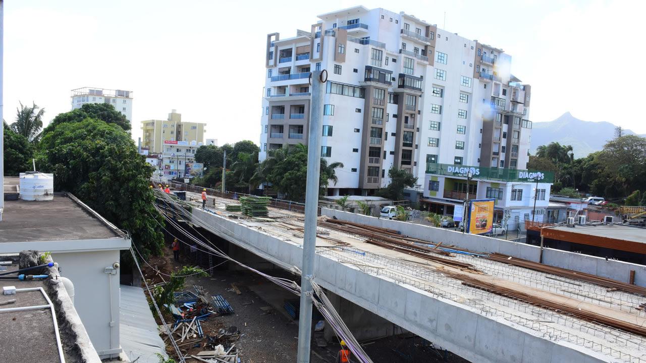 Dev Sunnassy déplore la proximité du tracé de son bureau et des habitations.
