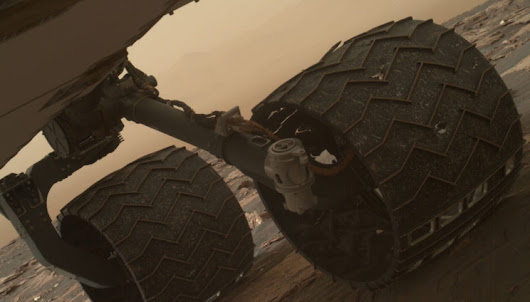 First breaks seen in treads on Curiosity rover's wheels, but the journey continues