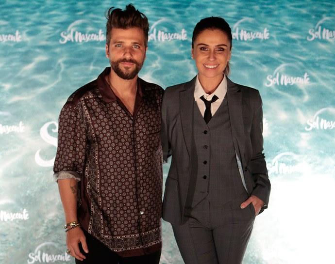 Bruno Gagliasso e Giovanna Antonelli posam juntos em coletiva de 'Sol Nascente' (Foto: Gshow/Sol Nascente)
