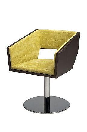 Miguel Vieira lança linha de mobiliário