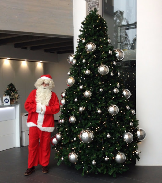 CHRISTMAS TREE AND WHO IS SANTA CLAUS 🎅🎅🎅 ?