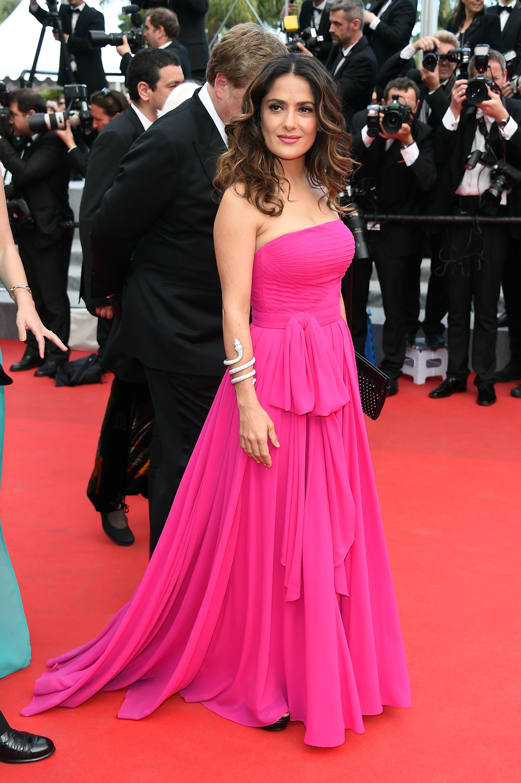 Salma Hayek apostou num logo pink tomara que caia neste sábado, 17 'The Prophet