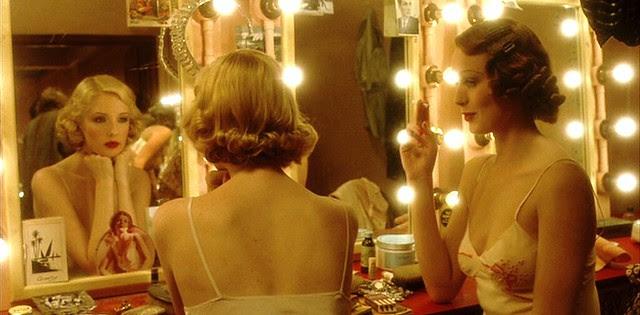 mrshendersonpresents_dressingroom_blonds