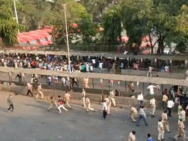 Migrant workers gathered at Bandra even as the lockdown was extended. Image courtesy: News18
