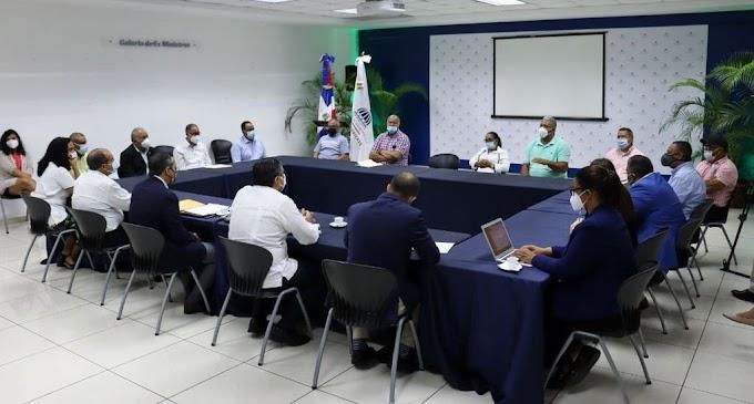 JORGE MERA ESCUCHA INQUIETUDES DE AGRICULTORES SOBRE RESOLUCIÓN BUSCA RESCATAR VALLE NUEVO