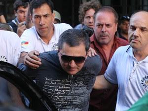 Um dos donos da boate Kiss, o empresário Mauro Hoffmann se entrega à polícia e é preso.  (Foto: Emerson Souza/Agência RBS)