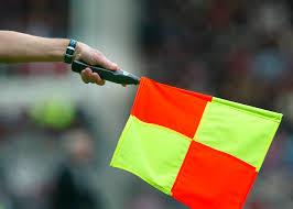 Een vlag van de grensrechter van Ajax tegen Real Madrid
