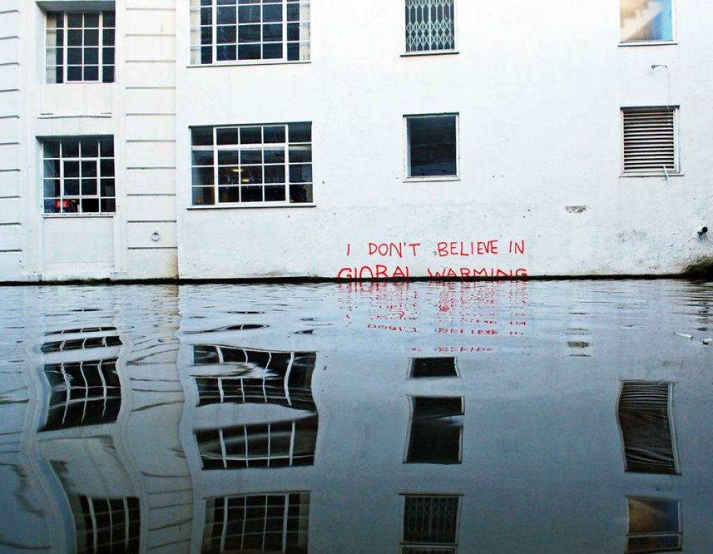 24 eloquentes obras de arte urbana mostrando a desagradável verdade 01