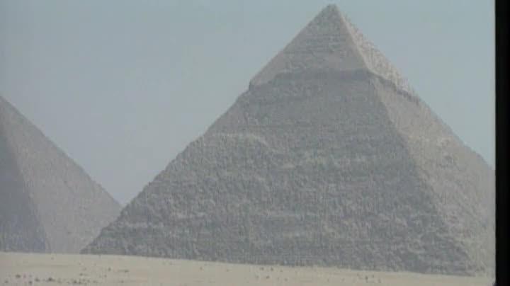 ¿Qué son esas zonas calientes encontradas dentro de la pirámide de Keops?