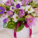 dimineata-bucuroasa-aranjament-floral-pe-suport-de-ceainic-din-portelan