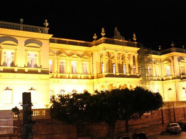 Palácio da Justiça fica atrás do Teatro Amazonas, na Avenida Eduardo Ribeiro (Foto: Marcos Dantas/G1 AM)